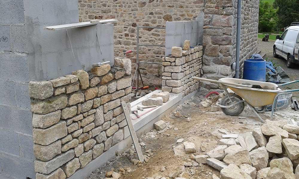 Muret En Pierre Reconstituée avec extension en pierre d'une habitation - nos chantiers de maisons